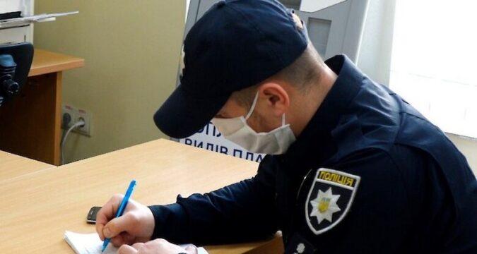 лебединські поліцейські складають протоколи